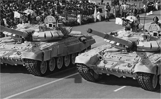 Танки Т-90C на параде в Дели.