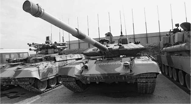 Модернизированный основной танк Т-90CМ был продемонстрирован на выставке RUSSIAN EXPO ARMS-2011 в Нижнем Тагиле.
