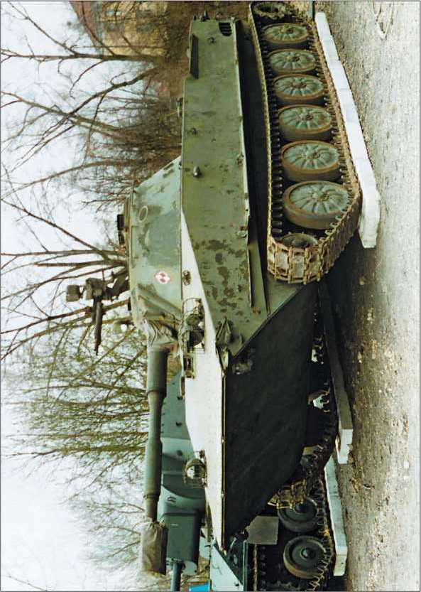 Танк ПТ-76Б в Музее Войска Польского в Варшаве, 1997 год.