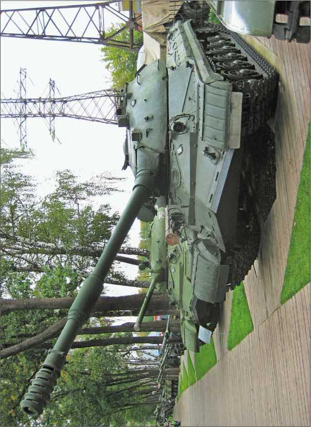Тяжелый танк Т-10М в Музее техники В. Задорожного.