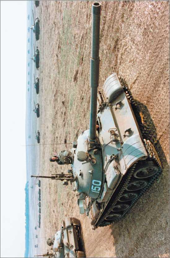 Танки Т-62 на марше. Учения «Щит-82», 1982 год.