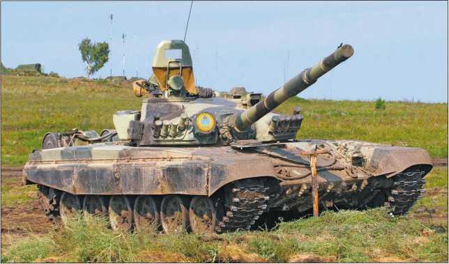 Основной танк Т-72А армии Республики Казахстан на огневой позиции.