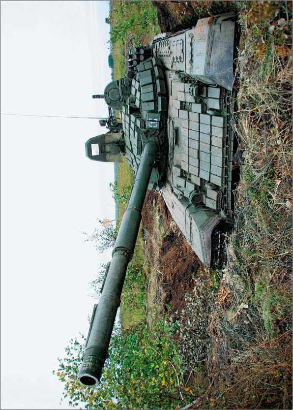 Основной танк Т-72Б Российской Армии в окопе, 2008 год.