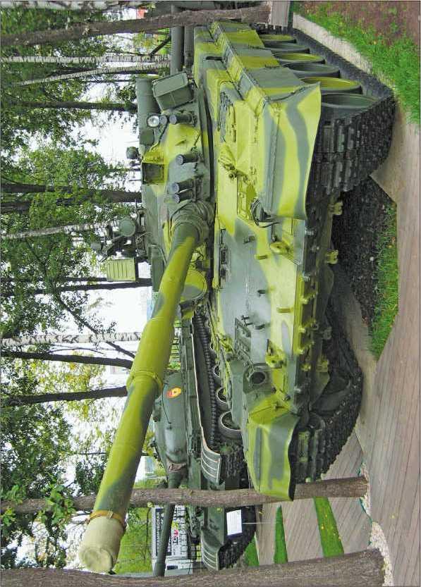 Основной танк Т-80Б в Музее техники В. Задорожного, 2010 год.