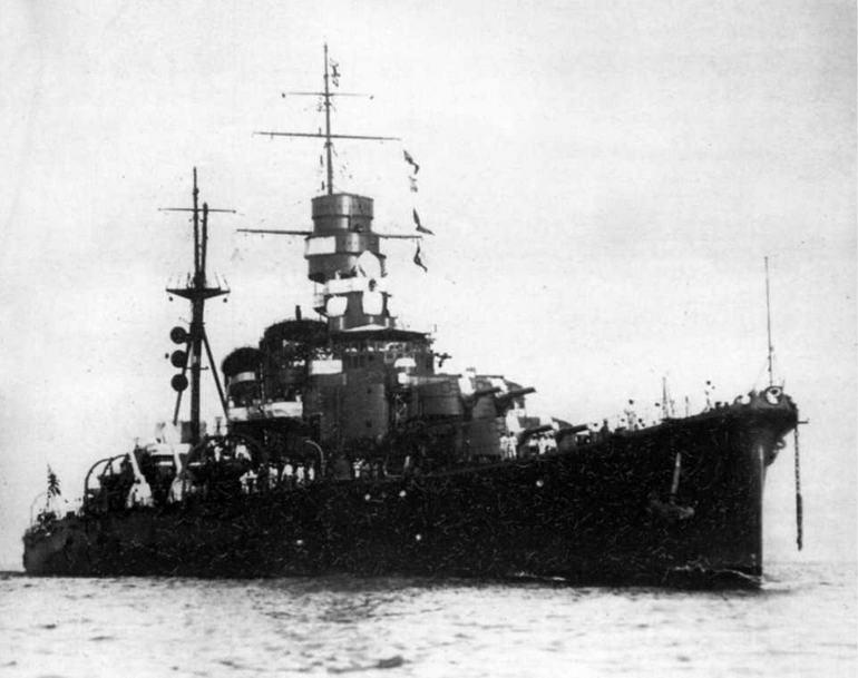 Кинугаса на рейде Куре в 1936 г.