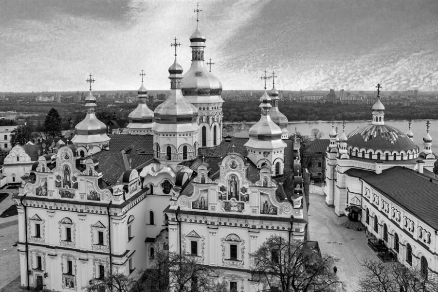 Киево-Печерская лавра — один из первых по времени основания монастырей в Древнерусском государстве.