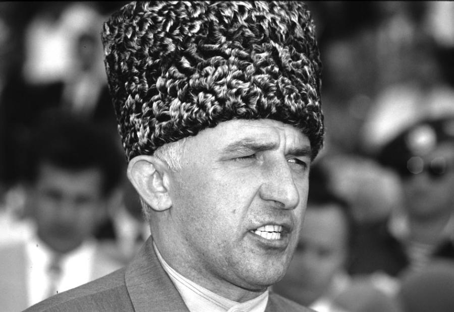 Аслан (Халид) Алиевич Масхадов — военный и государственный деятель непризнанной Чеченской Республики Ичкерия (ЧРИ).