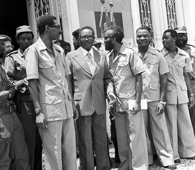 Антонио Агостиньо Нето — ангольский государственный деятель, поэт, первый президент Народной Республики Ангола.