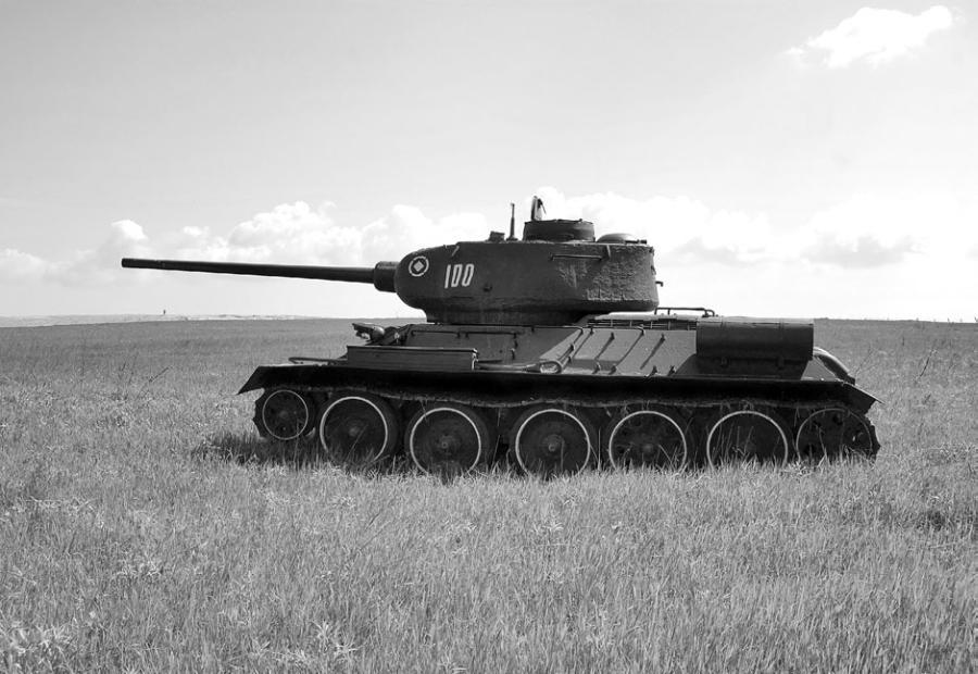 T-34 — советский средний танк периода Великой Отечественной войны, выпускался серийно с 1940 года.