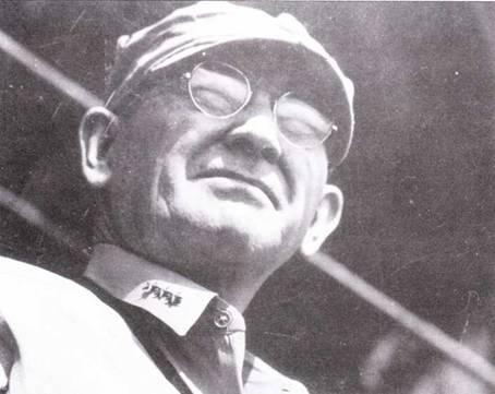 Вице-адмирал Уиллз А. «Чинг» Ли с «Южной Дакоты» командовал скоростными линкорами с момента их первого сравнения на Тихом океане при Гуадалканала до июня 1945г. Ли противился решению Хэлси увести линкоры из пролива Сант-Бернардино, но — неудачно. Когда Хэлси изменил свое решение было уже поздно.