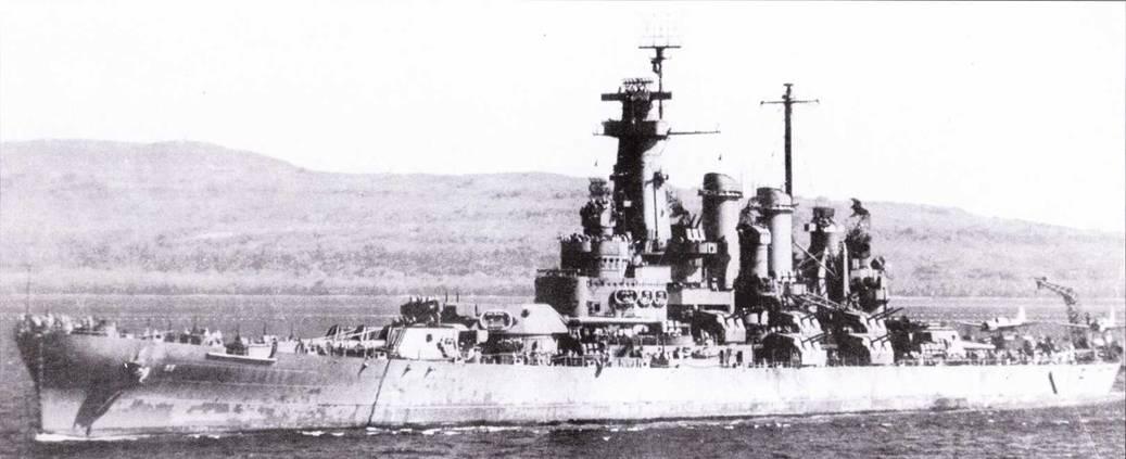 «Северная Каролина» в окраске Ms. 21, 5 августа 1943г., после выхода из ремонта в Перл-Харборе. В состав радиолокационного вооружения добавлен радиолокатор SG, значительно усилена зенитная артиллерии — установлено 14 счетверенных Бофорсов и масса 20-мм Эрликонов.