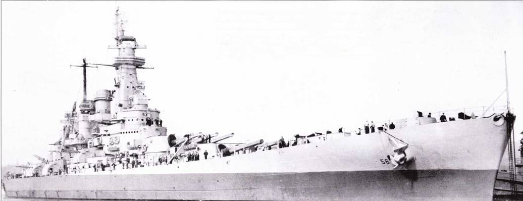 Виды справа и слева линкора «Вашингтон» после ремонта в Пуге-Саунд, 26 апрели 1944г. Корабль окрашен по схеме Ms. 22. Линию разграничении цветов NAVY Blue и Haze Gray полагалось выполнить параллельно ватерлинии на высоте нижней точки палубы. В данном случае линия разграничении цветов выполнена с наклоном. Зенитное вооружение линкора близко зенитному вооружению «Северной Каролины» после модернизации, лишь количество Бофорсов было большим па одну счетверенную установку. Дополнительный Бофорс поставили на кормовой башне главного калибра. На корабле установлены радиолокаторы SG (на обоих мачтах), SK и FH.