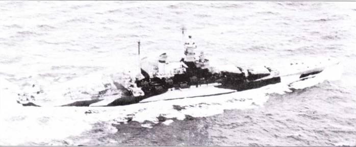 К концу 1943г. «Северная Каролина» была перекрашена из схемы Ms. 21 в схему Ms. 32/181). Радиолокационное оборудование и зенитное вооружение линкора — почти как у «Вашингтона». Верхний снимок датирован 12 ноябри 1943г., нижний — 25 января 1944г.