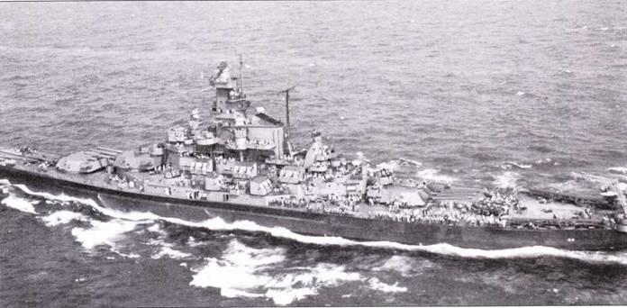 «Алабама» до перехода на Тихий океан в конце июня 1942г. «носила» окраску Ms. 22. радиолокационное вооружение не изменилось. На башнях главного калибра№2 и№3 установили зенитные автоматы Эрликон. Снимок 9 августа 1943г.