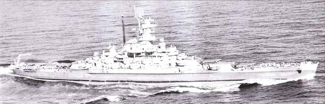 После столкновении и ремонта «Индиана» выглядит почти не изменившейся. На пей появились лишь антенны РЛС FD, а вместо схемы Ms. 32 корабль окрашен по схеме Ms. 22. Снимок (января 1945г. На верху башенноподобной надстройки смонтирована зенитная обзорная РЛС SC-2, которая позволяла осматривать воздушное пространство непосредственно над кораблем.