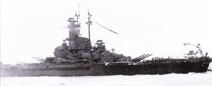 «Южная Дакота» входит в гавань Сан-Франциско. сентября 1945г. По-видимому, «Южная Дакота» стала последним in трех линкоров данного типа, проходившим ремонт. Окраска и радиотехническое оборудование линкора почти не изменились с 1944г. На корме видно название корабля — верный признак окончания войны.