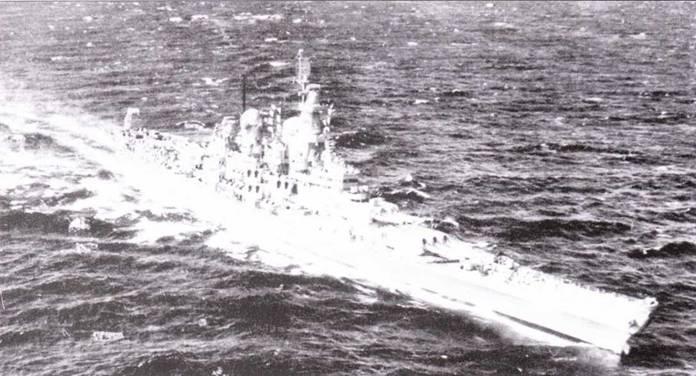 По дороге на войну. Линкор «Миссури» перекрашен по схеме Ms. 22, снимок 26 декабря 1944г. «Миссури» стал третьим линкором шина «Айова», вступившим в состав ВМС США. Строили «Миссури» дольше, чем линкор «Висконсин». «Миссури» стал последним американским линкором, успевшим принять участие но Второй мировой войне.