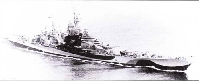 «Миссури» в причудливом камуфляже Ms. 32/22D, разработанным для Атлантики. Снимок I августа 1944г. Исходный состав радиолокационного оборудования «Миссури» отличался от радиолокационного вооружения двух более старых линкоров данного типа. На «Миссури» установили новейшую на тот момент обзорную РЛСSK-2 на главной мачте, а на пеленгаторе Мк-37смонтировали антенну РЛС Mk 122.