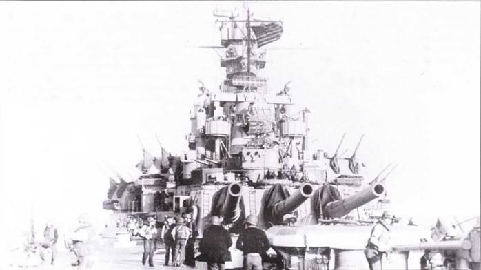 Линкор «Массачусетс» 8 ноября 1942г. поддерживал действия союзников в Северной Африке в рамках операции «Торч». Вторжение пытался отразить огнем своих орудий стоявший в Касабланке недостроенный французский линкор «Жан Кар». Девять орудий главного калибра «Массачусетса» рыгнули снарядами в ответ на пальбу француза. Пяти прямых попаданий хватило, чтобы сбить спесь с французов. «Жан Пир» умолк.