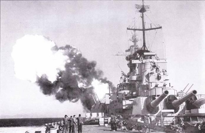 «Висконсин» ведет огонь по побережью Кореи, 1952г. Большинство радиолокаторов — периода Второй мировой войны: Mk 12/22, Mk. 13, SC. На фок-мачте установлена новая РЛС обзора воздушного пространства SPS-6.