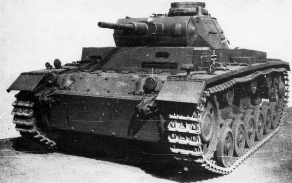 Pz.III Ausf.F, перевооружённый 50-мм пушкой. Кроме нового орудия, на этой машине установлено дополнительное бронирование лобового листа корпуса.