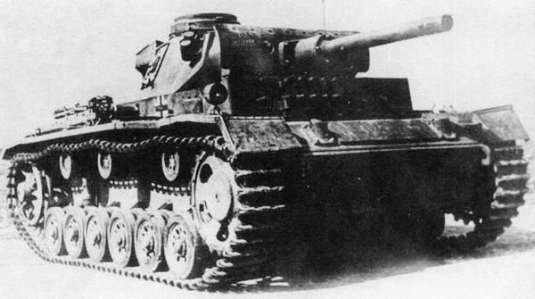 Огнемётный танк Pz.III (Fl) по внешнему виду был почти неотличим от линейной версии.