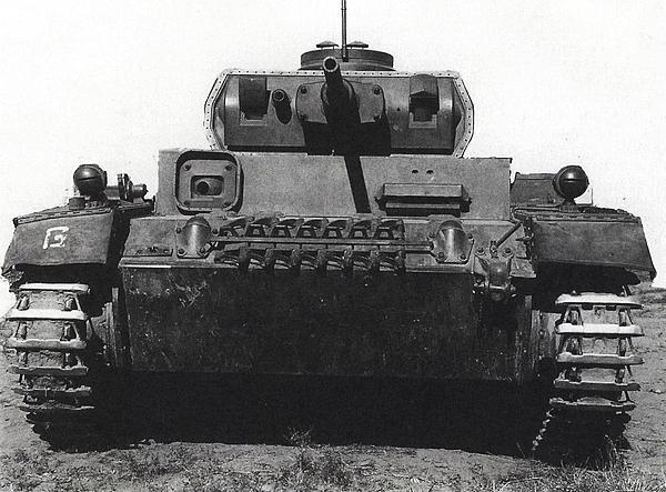 TauchpanzerIII. Характерные фланцы вокруг маски пушки и пулемёта предназначались для крепления резиновых кожухов.