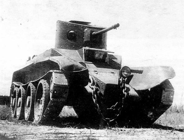 БТ-2 с пушечно-пулемётным вооружением.