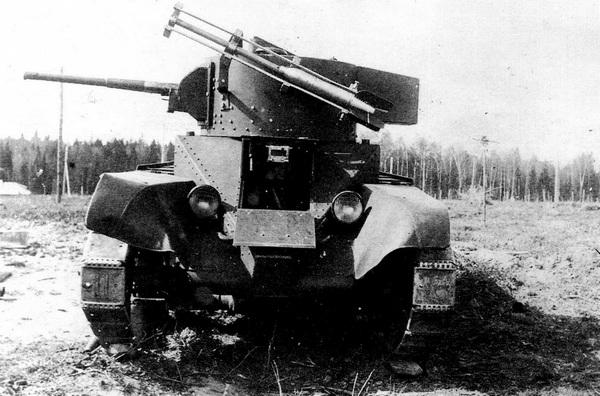 Танк БТ-5 с РС-132 во время заводских испытаний. Май 1935 года.
