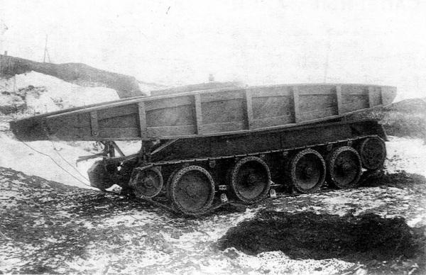 Мостовой танк, построенный по проекту НИИИТ РККА, во время полигонных испытаний. Март 1935 года.