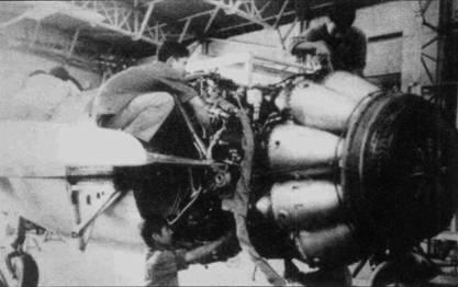 Хвостовая часть фюзеляжа истребителя МиГ-17 демонтирована для доступа к турбореактивному двигателю ВК-1 конструкции Климова. После установки на самолете МиГ-17Ф форсажной камеры тяга двигателя повысилась (на форсаже) на 25%.