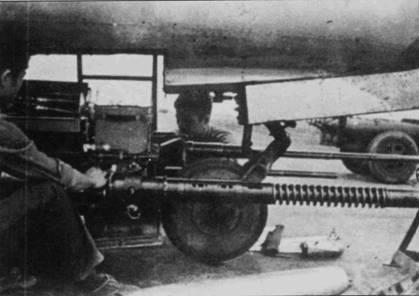 Вооружение истребителя МиГ-17 состояло из двух пушек калибра 23 мм и одной — калибра 37 мм. Орудия и боекомплект к ним монтировались на едином лафете. Лафет опускался для удобства обслуживания оружия и быстрого пополнения боекомплекта.