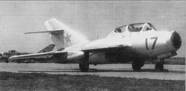 На аэродроме Кущевская вьетнамцы осваивали реактивную технику — самолеты МиГ- 15УТИ и МиГ-17. Курс обучения предусматривал налет для каждого курсанта 80ч на МиГ-15УТИ и 100ч на МиГ-17.