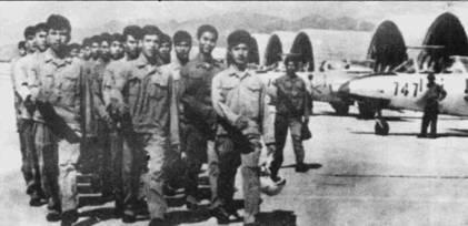 Советский Союз предоставил Северному Вьетнаму несколько реактивных учебно-тренировочных самолетов L-29 «Дельфин». Снимок сделан во Вьетнаме в 1971г.