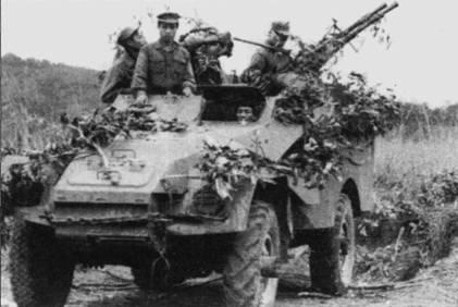 В войсках ПВО-ВВС широко использовались подвижные 20-мм зенитные установки, смонтированные на бронеавтомобилях БТР-40. В основу конструкции первого послевоенного советского бронеавтомобиля была положена конструкция американского броневика М3 А1. В годы второй мировой войны 3340 бронеавтомобилей М3 СССР получил по ленд-лизу из США. Снимок сделан в сентябре 1967г. в окрестностях аэродрома Нойбай.