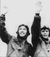 Участники первого воздушного боя с американскими самолетами 3 апреля 1965г.— летчики 921-го истребительного авиаполка Фам Нгок Лан и Фан Ван Так. Пилоты перехватили пару истребителей F-8 «Крусейдер».