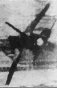 Фан Ван Так и Нгуен Ван Бай сбили два «Тндерчифа» 29 июня 1066г. над Тамдао. Снимок — кадр фотокинопулемета самолета Така. ВВС США подтвердили потерю только одного истребителя-бомбардировщика F- 105D (Bu№60-0460) из 388-го тактического авиакрыла ВВС США, летчик самолета капитан Марфи Н. Джонис попал в плен. Причиной потери истребителя-бомбардировщика американцы назвали огонь зенитной артиллерии. Кадр фотокинопулемета наглядно говорит о том, что американцы, мягко говоря, заблуждались.