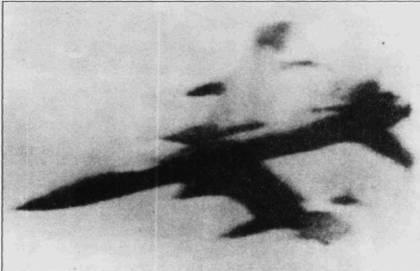 Кадр кинофотупулемета истребителя МиГ-17Ф Нгуена Биня, сделанный 19 июля 1966. Кинопленка доказывает, что F-105D сбил Нгуен Биен, а не зенитная артиллерия.