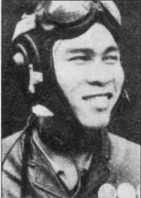 Официальный снимок Нгуен Ван Бая. На голове летчика одет кожаный шлем СЛ-60, обратите внимание на укрепленные на куртке награды. Бай летал на истребителе МиГ-17 в 923- м полку с 1966 по 1972г.г.