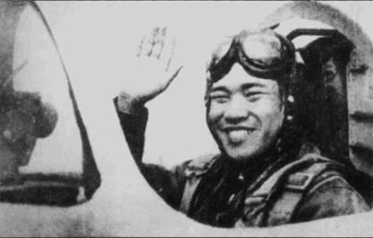 Нга Дак Май 12 мая 1967г. сбил над Хоалоком истребитель-бомбардировщик F-4C Bu№63-7614 (экипаж — летчик полковник Норман Гаддис и оператор вооружения 1-й лейтенант Дж. М. Джефферсон) из 390-й эскадрильи 366-го тактического авиационного крыла ВВС США. Снимок Нга Дак Мая в кабине истребителя МиГ-17 сделан после знаменательного боевого вылета.