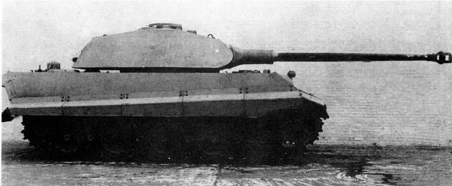 Прототип танка «Тигр II» с башней «типа Порше» во дворе завода