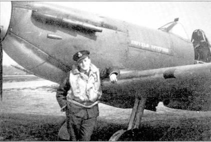 Австралиец флайт-лейтенант Джонни Карчин (восемь побед, четыре — в группе, одни вероятная и один поврежденный самолет) позирует на фоне своего «Спитфайра Мк II» P809S/PR-Z. Карчин считался лучшим летчиком 609-й эскадриль, погиб в столкновении с Bf 109 из Stab./JG-53 над Дувром 4 июня 1941г.