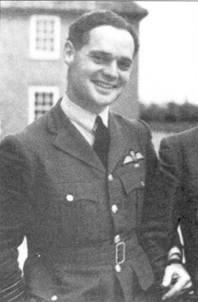 Командир крыла Дуглас Бадер начал свою боевую карьеру на «Харрикейне» в 242-й эскадрилье. Бадер был сбит и попал в плен в августе 1941г., на его счету было 20 сбитых лично, четыре — в группе, семь вероятных побед и 11 поврежденных самолетов.