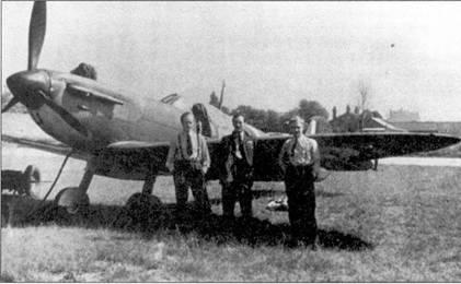 Три Роберта из 92-й эскадрильи, Нортхолт, конец 1940г. Слева направо: флэг- офицер Боб Холланд, флэг-офицер Роберт Стэнфорд Так и пайлот-офицер Роберт Райт.