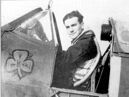 Флайт-лейтенант Падди Файнакэн из 452-й эскадрильи не вошел в опубликованную в марте 1941г. официальную лучшую десятку асов «Спитфайров». Летая в составе 65-й эскадрильи, на 1 марта 1940г. Файнакэн сбил четыре самолета лично, один в группе, один вероятно и один повредил. Летчик погиб в июле 1942г., доведя свей счет до 26 личных побед, шести групповых, девяти вероятных, восемь самолетов он повредил.