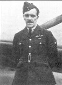 Флайт-сержант Гарри Стир из 19-й эскадрильи. За 1940г. он записал па свой счет шесть сбитых лично самолетов, пять — в группе и две неподтвержденные победы. Подобно Анвину, Стир добился значительных успехов над Дюнкерком. Во второй половине 1940г. Стира перевели в 8-ю учебно-тренировочную эскадрилью ни должность инструктора. К боевой работе он вернулся в ноябре 1943г. Стир летал на «Москито» в составе 627-й эскадрильи, погиб над Францией 9 июня 1944г.