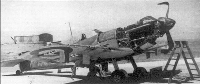 Операция по прикрытию с воздуха эвакуации английских войск из Дюнкерка стала первым случаем крупномасштабного использовании «Спитфайров» в боевых действиях. На снимке — самолет пайлот-офицера Освальда Пигга из 72-й эскадрильи. Машина получила тяжелые повреждения от огня стрелка бомбардировщика Ju-87, летчик с трудом сумел пересечь Ла-Манш. В том же бою Пигг сбил один Ju-87. Пигг погиб над Кентом в бою с Bf 109 / сентября 1940г.