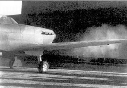 «Спитфайр I» N3072 из 611-й эскадрильи, юстировка и отстрел бортовых пулеметов, аэродром Дигби. Этот самолет изначально в ноябре 1939г. поступил на вооружение 54-й эскадрильи, в 611-ю эскадрилью истребитель поступил в декабре 1939г. В августе 1940г. был передан в учебно-тренировочный отряд, ему на смену пришел новый «Спитфайр IIA».