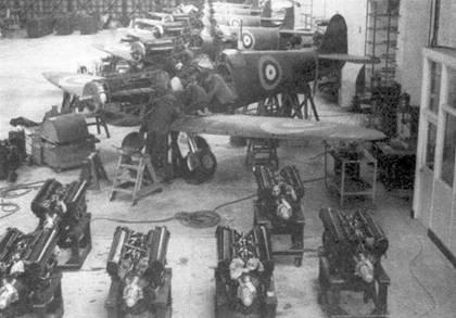 Окончательная сборка «Спитфайров», Истлейг, 23 января 1939г. Первая партия из 310 самолетов (поставлено 308) была заказана министерством снабжения 3 июня 1935г. Запечатленные на снимке самолеты в феврале 1939г. были переданы 54-й и 74-й эскадрильям.