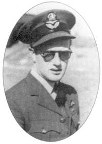 Флэг-офицер Боб Нолланд (пять личных побед, одна — в группе, четыре неподтвержденных победы, четыре поврежденных самолета) принимал участие в боях в составе 92-й эскадрильи с мая по ноябрь 1940г. Он продолжал летать даже после того, как 15 сентября над Ашфордом в бою с Не-111 получил тяжелейшую травму колена.